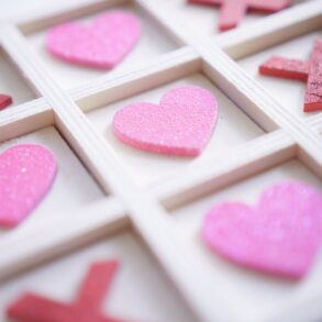 Game with love - Tic tac toe hearts and kisses